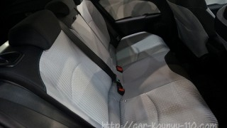 新型プリウスの後部座席にリクライニング機能は装備されているの?