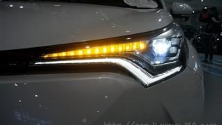 トヨタCHR/C-HRのLEDヘッドライト画像【ハロゲンの違いを実車で比較】