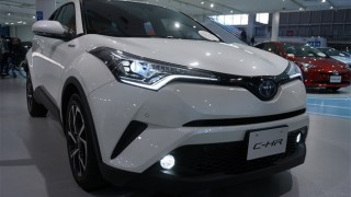 トヨタC-HR/CHRの外装を実車画像で紹介【3つの特徴をわかりやすく紹介】